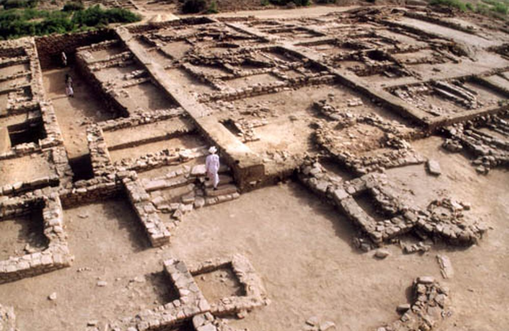 A Walk Through Dholavira : A Harappan city in the desert